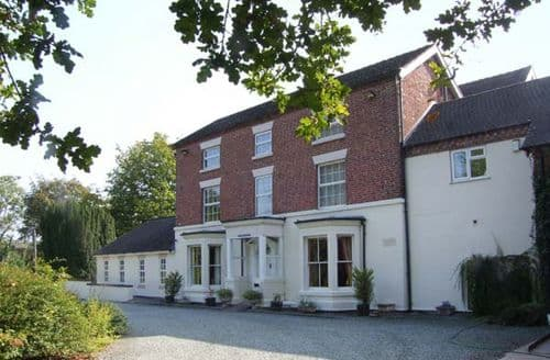 Last Minute Cottages - Rosehill Manor