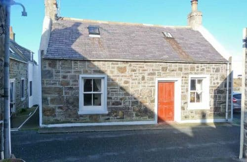 Last Minute Cottages - Stunning Whitehills Cottage S12576