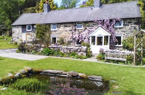 Big Cottages - Eithin Fynydd