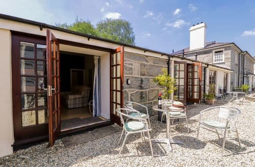 Last Minute Cottages - Beautiful Porthmadog Apartment S82966