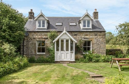 Last Minute Cottages - Old Hall Cottage