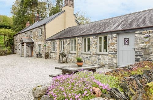 Last Minute Cottages - The Cottage - Coombe Farm House