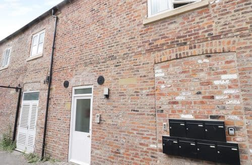 Last Minute Cottages - Charming Beverley Mews S3988