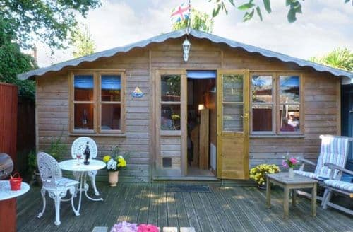 Last Minute Cottages - The Chalet