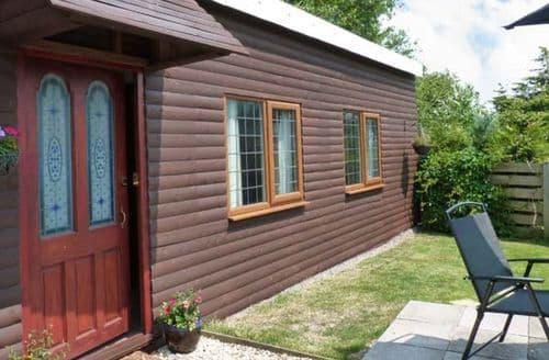 Last Minute Cottages - Wisteria Chalet