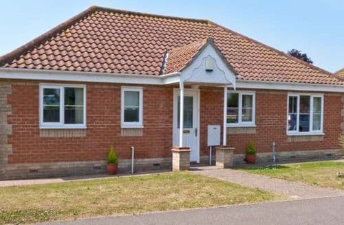 Last Minute Cottages - Luxury Great Yarmouth Rental S2661