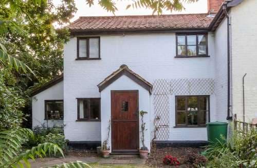 Last Minute Cottages - Little Swattesfield Cottage