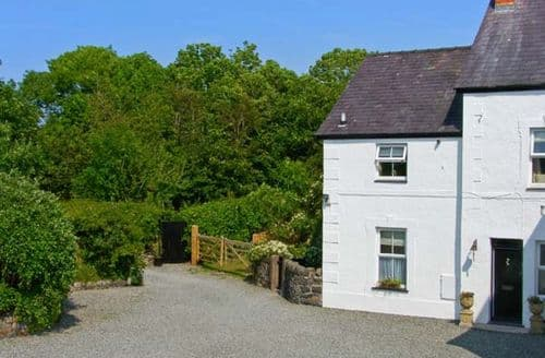 Last Minute Cottages - Wonderful Bodorgan Rhys S6065