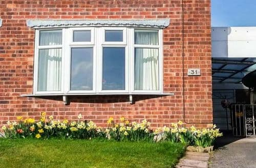 Last Minute Cottages - Basford View