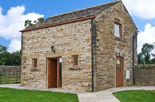 Last Minute Cottages - Hollins Wood Bothy