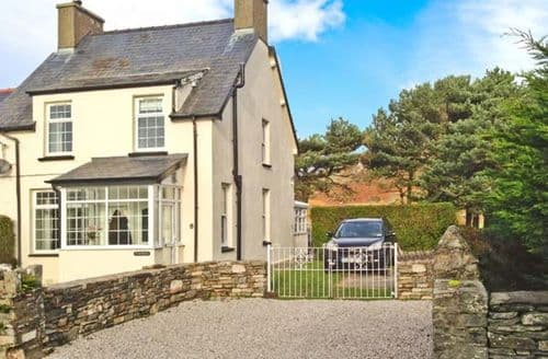 Last Minute Cottages - Ty'r Ysgol