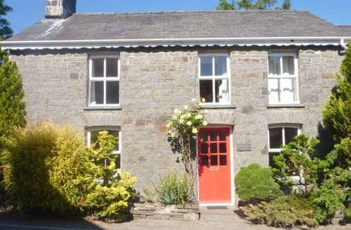Last Minute Cottages - Derwen Villa