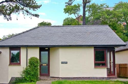 Last Minute Cottages - 8 Parc Bron Y Graig