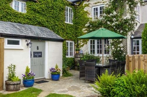 Last Minute Cottages - Church Farmhouse
