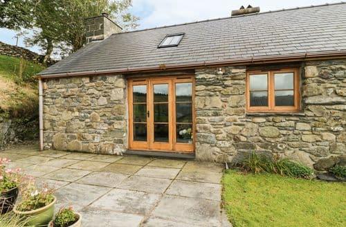 Last Minute Cottages - Captivating  Cottage S84978