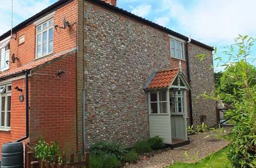 Last Minute Cottages - Beaconsfield Cottage