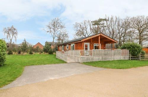 Last Minute Cottages - Waterside Lodge