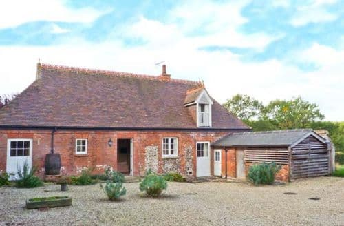 Last Minute Cottages - Lovely Halstead Rental S2837