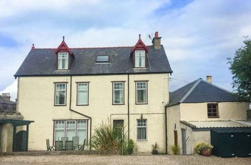 Last Minute Cottages - Wonderful Buckie Street S6349