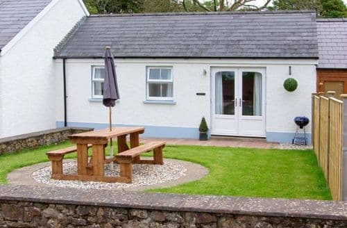 Last Minute Cottages - Ty Glas