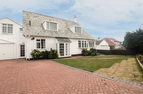Last Minute Cottages - Inviting Penrhyn Bay Cottage S73937