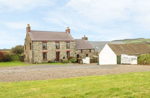 Last Minute Cottages - Gwryd Bach Farmhouse