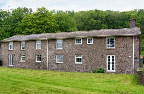 Last Minute Cottages - Lovely Aberhafesp Cottage S9596