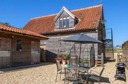 Last Minute Cottages - Granary Loft