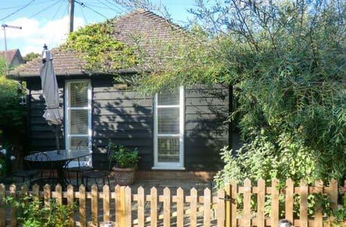 Last Minute Cottages - Garden Retreat