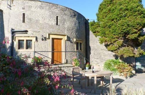 Last Minute Cottages - Inviting Middleham Cottage S9380
