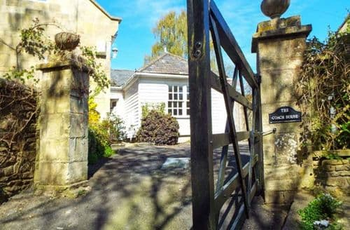 Last Minute Cottages - Cosy Monkton Combe Cottage S80501