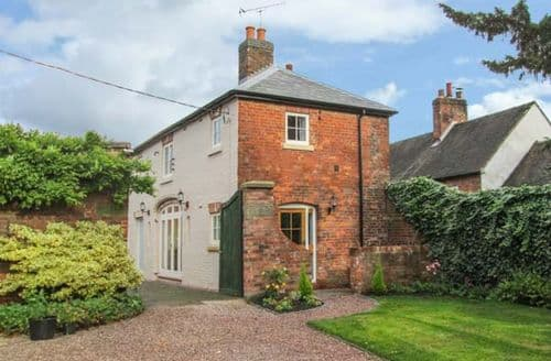 Last Minute Cottages - Old Church Coach House