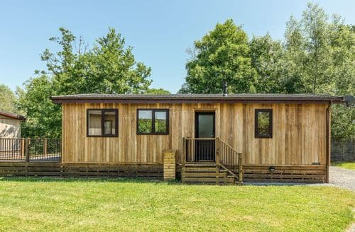 Last Minute Cottages - Luxury Clunton Lodge S9343