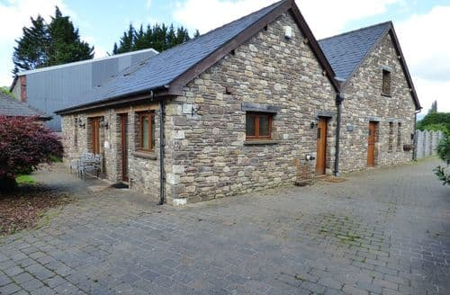Last Minute Cottages - Luxury Gilwern Cottage S93343