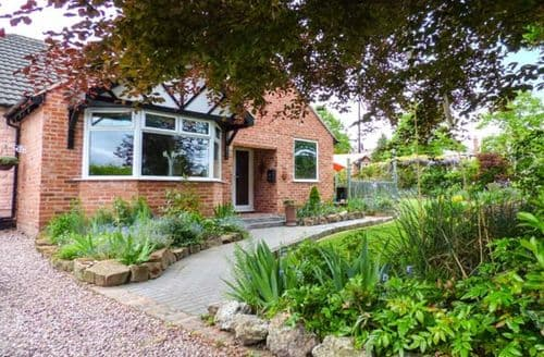 Last Minute Cottages - Excellent Chester Den S6526