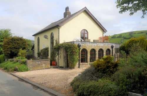 Big Cottages - Rhulen Old Chapel