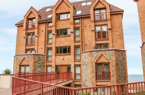 Last Minute Cottages - Wonderful Westward Ho! Apartment S9498