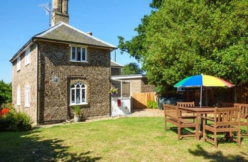 Last Minute Cottages - Wonderful Thorington Cottage S6834