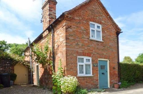 Last Minute Cottages - Pear Tree Cottage