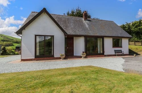 Last Minute Cottages - Luxury Old Hall Rental S12898