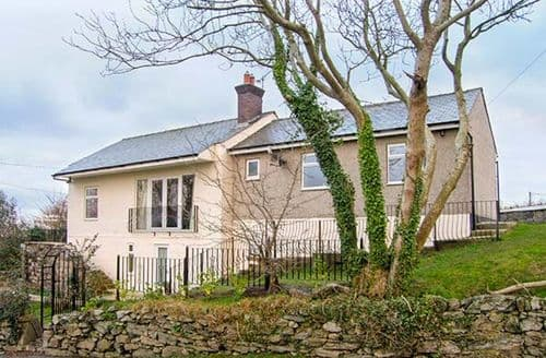 Last Minute Cottages - Hen Efail