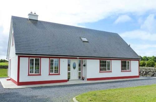 Last Minute Cottages - Charming Ballinrobe Lodge S9361