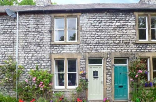 Last Minute Cottages - Riverbank Cottage