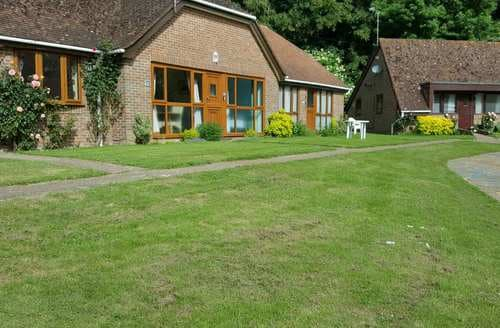 Last Minute Cottages - Attractive Hankham Lodge S44673