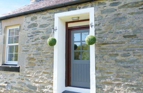 Dog Friendly Cottages - Exquisite Tarbet Cottage S80825