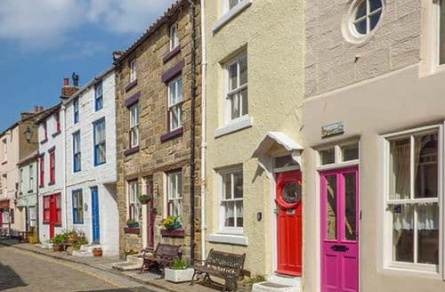 Last Minute Cottages - Broomhill View