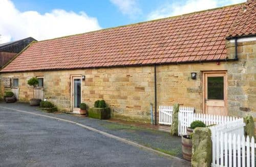 Last Minute Cottages - Cosy Castleton Rental S13158