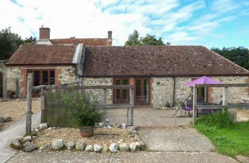 Last Minute Cottages - Adorable Freshwater Cottage S41036