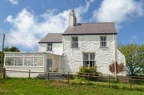 Last Minute Cottages - Adorable Llanddona Lodge S39343