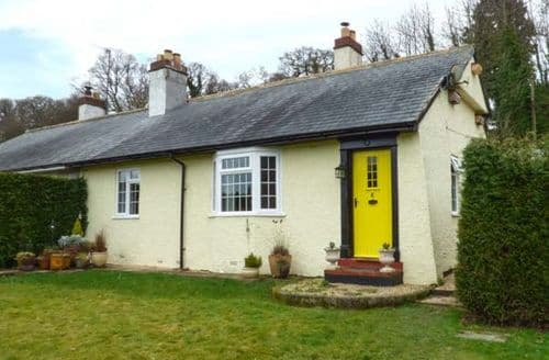 Last Minute Cottages - Quaint Llandinam Cottage S78905